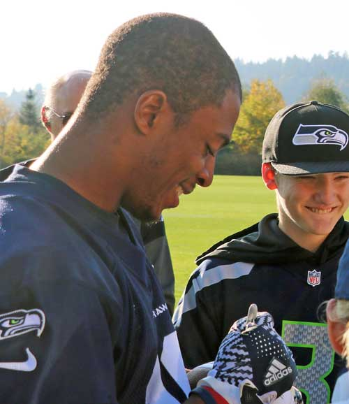 Tyler Lockett Signing Autographs for the Crucial Catch for Cancer Patient Event